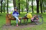 2. Viltė Rutkauskaitė vasarą leidžia su dviračiu ir knyga. Ievos Slonksnytės nuotr.