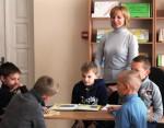 09. Mokytoja Daiva domisi, kokias knygeles išsirinko jos mokinukai