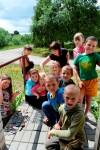 Vaikai džiaugiasi savo kūryba